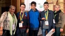 Alumnos (centro) castellano-manchegos participantes en la LV Olimpiada Matemática Española